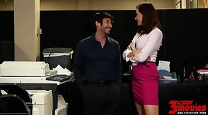 Gorgeous Milf Fucked Give The Office