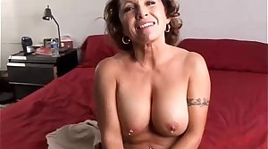 Pulchritudinous mature babe loves to fuck