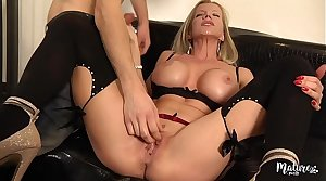 Lara, of age sexy aux gros seins enculée par un jeune