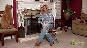 Hot cowgirl MILF strips during rub in
