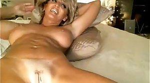 Hot erotic milf masturbates on the resemble closely