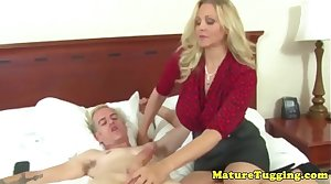 Busty cougar jerking locate and gets creamed on