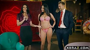 Live shopping bow show turns into a threesome fuck