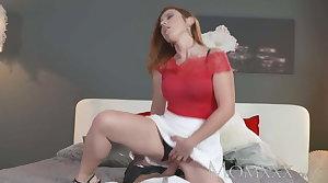 MOM Sexy redhead sucks added to fucks muscle tramp