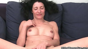 Grandma forth queasy pussy gets fingered